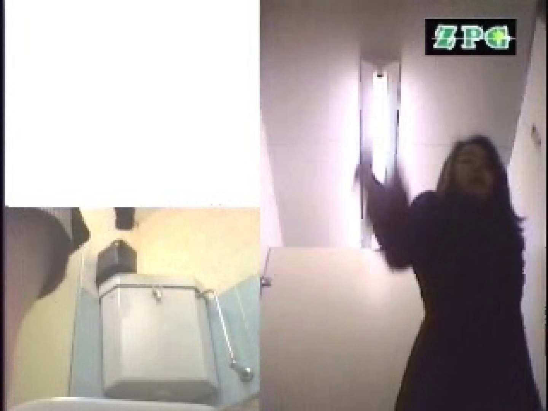 女子洗面所 便器に向かって放尿始めーっ AHSD-3 チラ   排泄  38pic 25