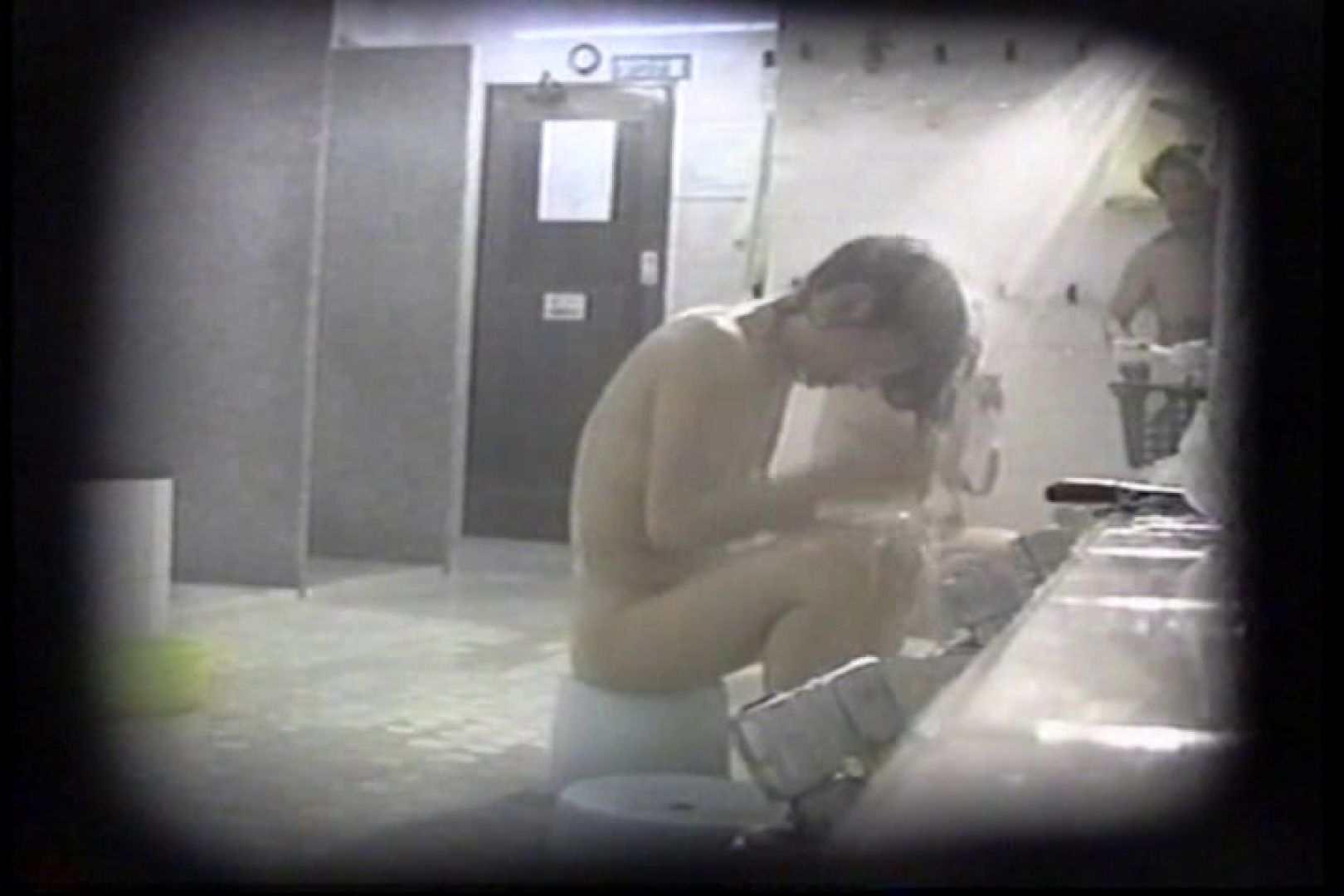 洗面器にカメラを仕込んで洗い場内を移動盗撮 TK-131 盗撮   0  58pic 32